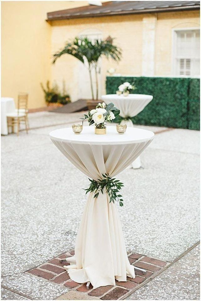 white decor for cocktail table