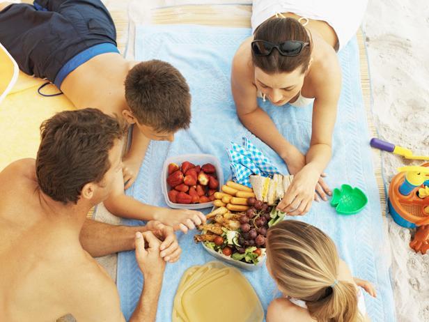 suitable food n the beach